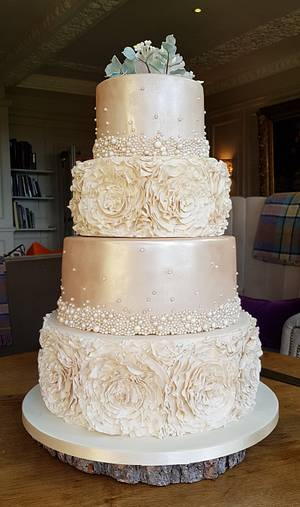 Champagne blush - Cake by hscakedesign