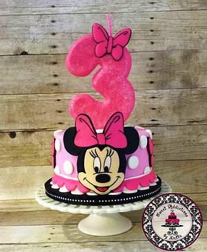 Minnie Mouse Cake - Cake by Tastebuds Cakery