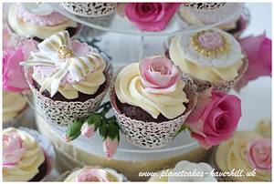 Wedding Cupcakes - Cake by Planet Cakes
