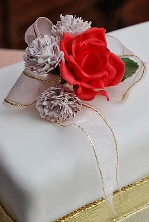 Sugar rose and carnation cake - Cake by The Sweet Life Bakes