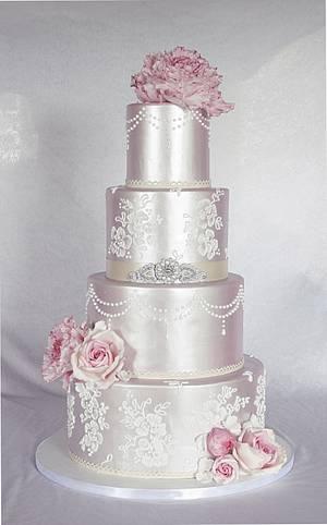 Wedding cake in shimmer. - Cake by Sannas tårtor