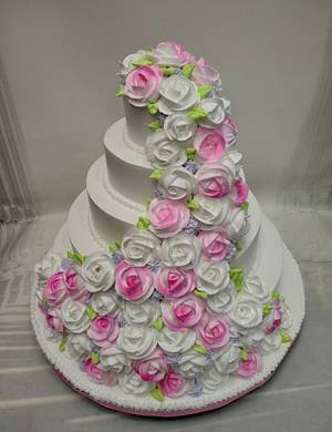 A Garden of Roses  - Cake by Michelle's Sweet Temptation