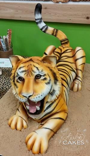 Tiger Cake - Cake by Avalon Cakes School of Sugar Art