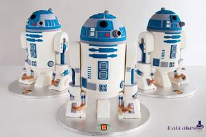 3 R2D2 cakes - Cake by Catcakes
