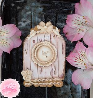 Vintage Birdhouse Cookie with a Royal Icing Wood Effect - Cake by Bobbie