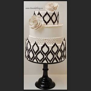 Black & White Quatrefoil Wedding Cake - Cake by It's a Cake Thing