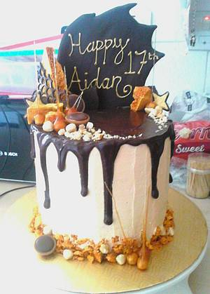 Dark chocolate Drip - Cake by SugarMagicCakes (Christine)