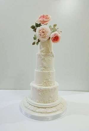 Romance and roses wedding cake - Cake by claudiamarcel