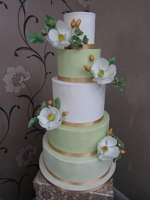 White & green wedding cake - Cake by Mimi's Sweet Treats