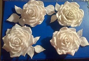 All white roses - Cake by Maggie Visser